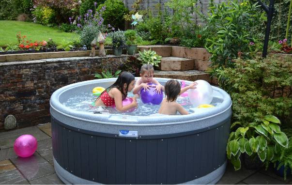 Hiring a hot tub is a simple, elegant solution to all your problems. Here are 5 great reasons to hire a hot tub
