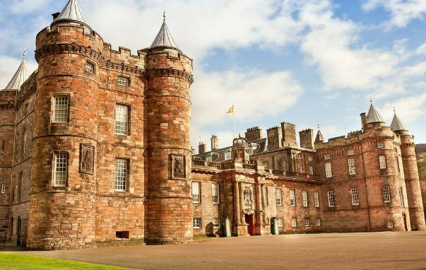 Visit the Palace of Holyroodhouse, Her Majesty The Queen's official residence in Scotland. Standing at the end of Edinburgh's historic Royal Mile, this fine palace is the home of Scottish royal history.