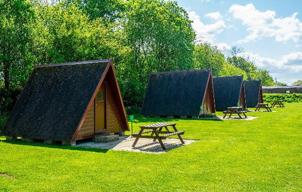 Recently awarded best caravan park in Scotland at the Scottish Outdoor Leisure Awards 2018, Linwater, west of Edinburgh offers fabulous facilities including a play park, dog walk, immaculate toilet and shower block with accessible shower room. Baby Changing, laundry facilities, indoor campers kitchen with dish washing area seating and hobs.