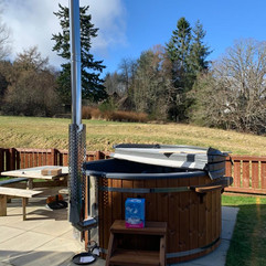 Wood fired hot tub by Penguin Spas Outdoor Living Glasgow with Jets 3.JPG