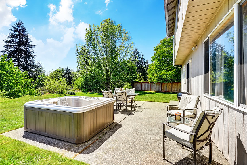Hot Tub in Garden by Penguin Spas