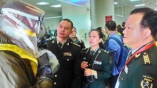 רופאים מצבא סין בזמן תרגיל אירוע כימי של פיקוד העורף בבית חולים סורוקה