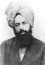 מירזא אחמד הכריז על עצמו בסוף המאה ה-19 כעל התגלמות המהדי, וסחף אחריו עדת מאמינים המוכרים עד היום בשם האחמדים