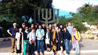 """התיאטרון הלאומי של סין העלהבחודשנובמבר 2015 את ההצגה """"ריצ'ארד השלישי"""" של שייקספיר בתיאטרון הקאמרי. ליווי השחקנים, הבמאי וצוות ההפקה בירושלים מטעם ימה וקדמה."""