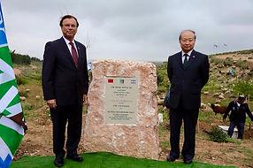 טקס נטיעת עץ על ידי שגריר סין ביער ידידות ישראל סין