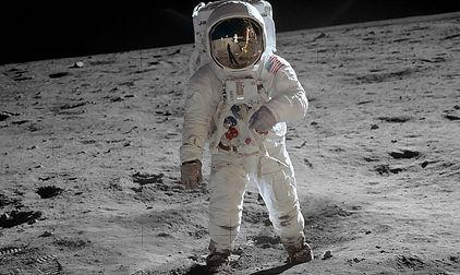 895px-Aldrin_Apollo_11_original.jpg