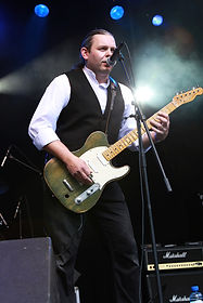 Paul Reading - Lead guitar/vocals