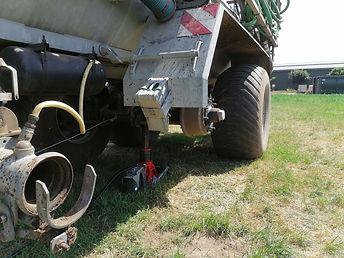 hydraulischer Wagenheber im Einsatz