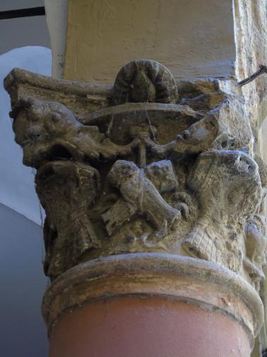 Capitello in arenaria, inizio secolo XVIII, Via Del Pratello, Bologna (Italy)