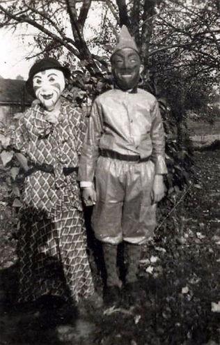 creepy-halloween-costumes-1930s-40s-13.j