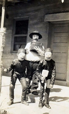 creepy-halloween-costumes-1930s-40s-5.jp