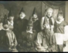 creepy-vintage-halloween-costumes15.jpg