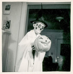 creepy-vintage-halloween-customs-scary.j