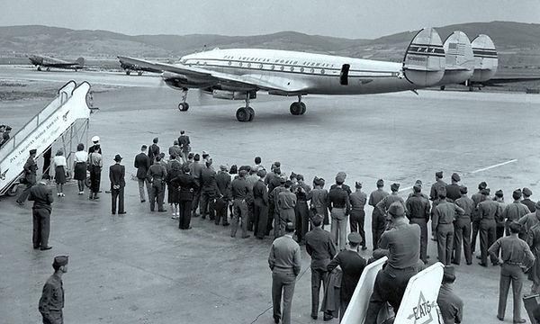 Pan_Am_Lockheed_Constellation_Arriving_V
