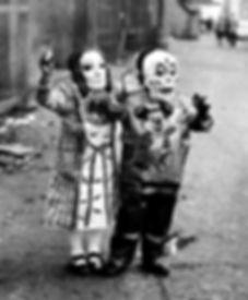 creepy-vintage-halloween-costumes9.jpg