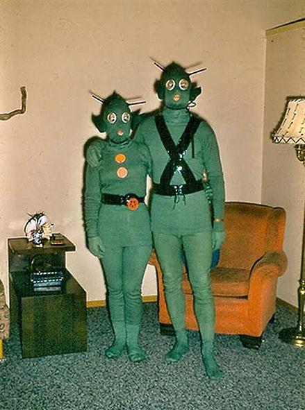 funny-family-vintage-alien-costumes.jpg
