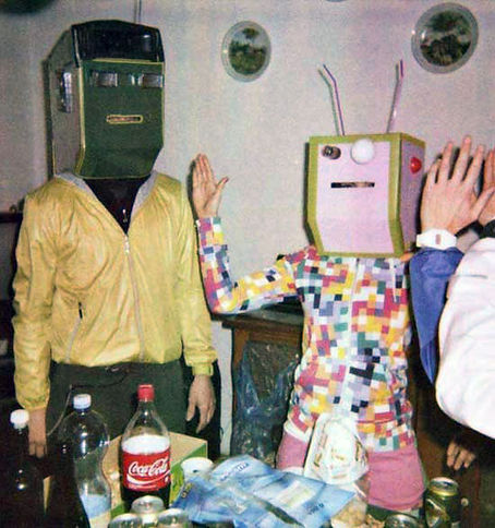 vintage-robots-kitchen-family.jpg