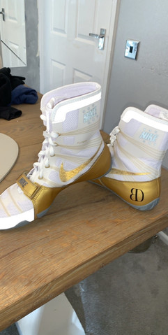 Bailey's Bespoke White and Gold Nike boots just before the pro debut fight.