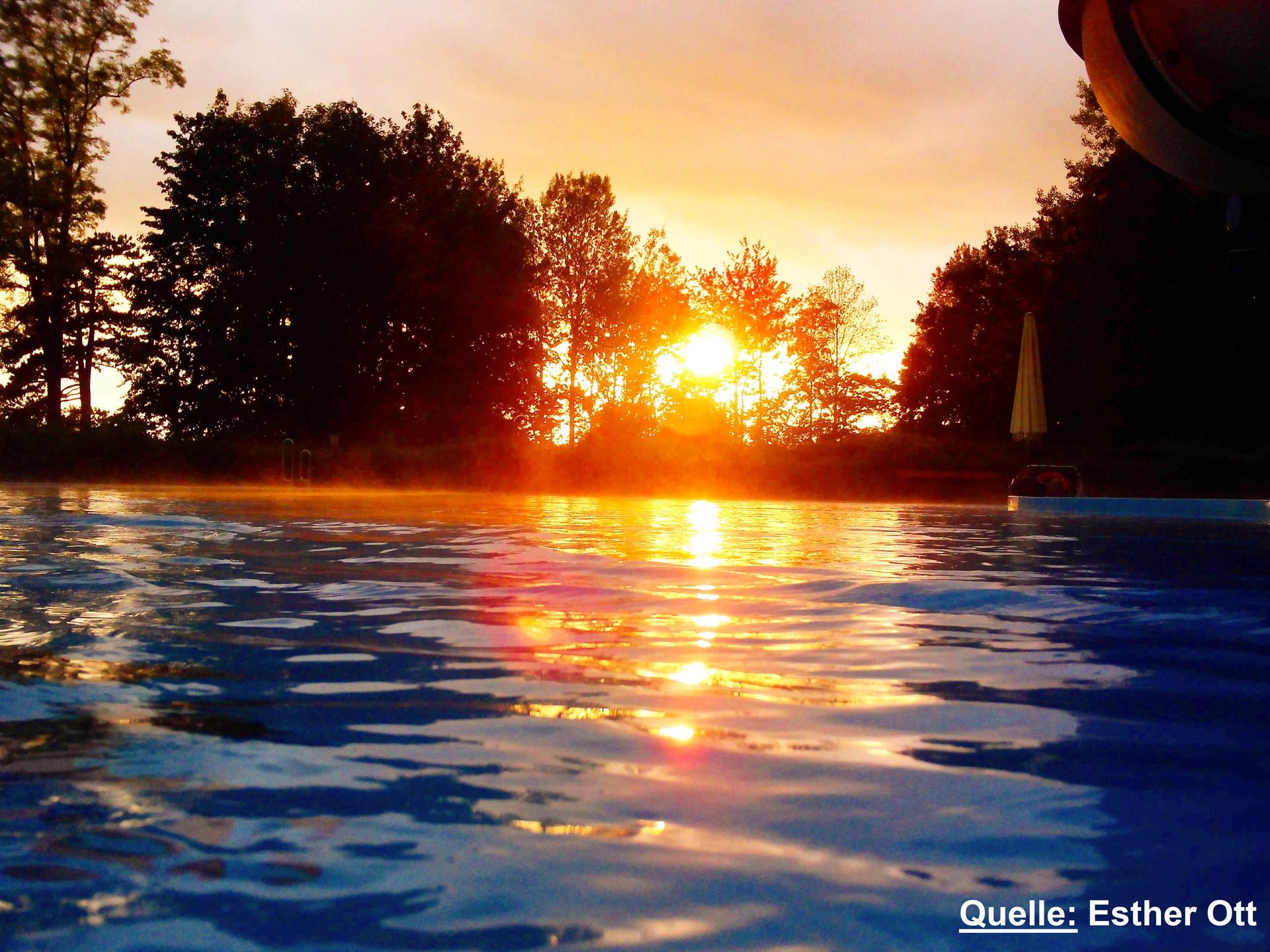 Sonnenuntergang aus dem Becken aus