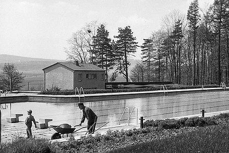 1963 Schwimmbad Lamspringe 9 Mai -5.jpg