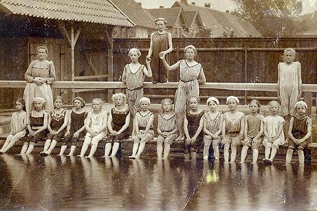 1910 Schwimmbad im Dammteich.jpg