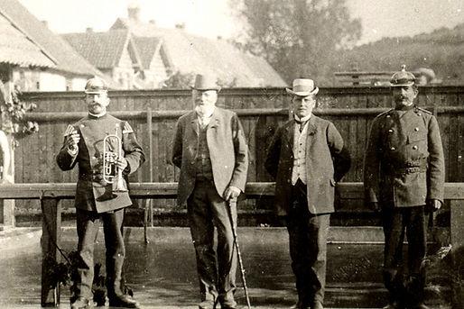 1910_Einweihung_des_Schwimmbades_an_der_