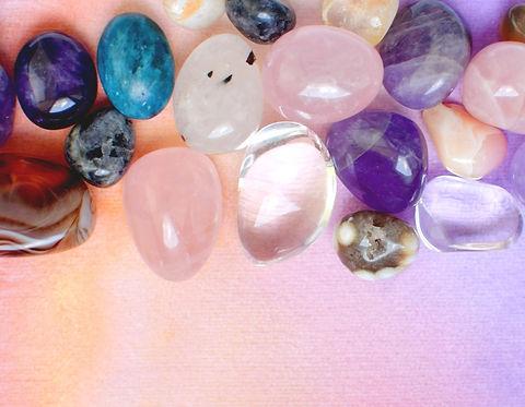 gems-various-colors-amethyst-rose-quartz-agate-apatite-aventurine-olivine-turquoise-aquama