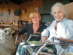 Frau Roth mit Frau bearbeitet webp.webp