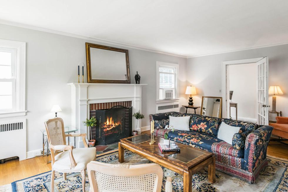 Living room 1_3.jpg