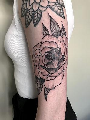 rose black tattoo