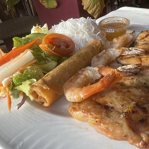 Poulet grillé et brochette de crevettes (1)