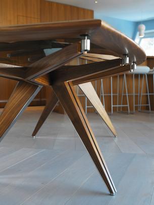 Chesa Table