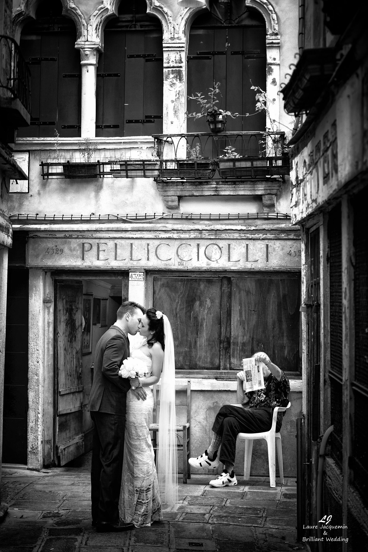 Venice Simbolic Wedding gondola venice Italy laure jacquemin photography (17) copia
