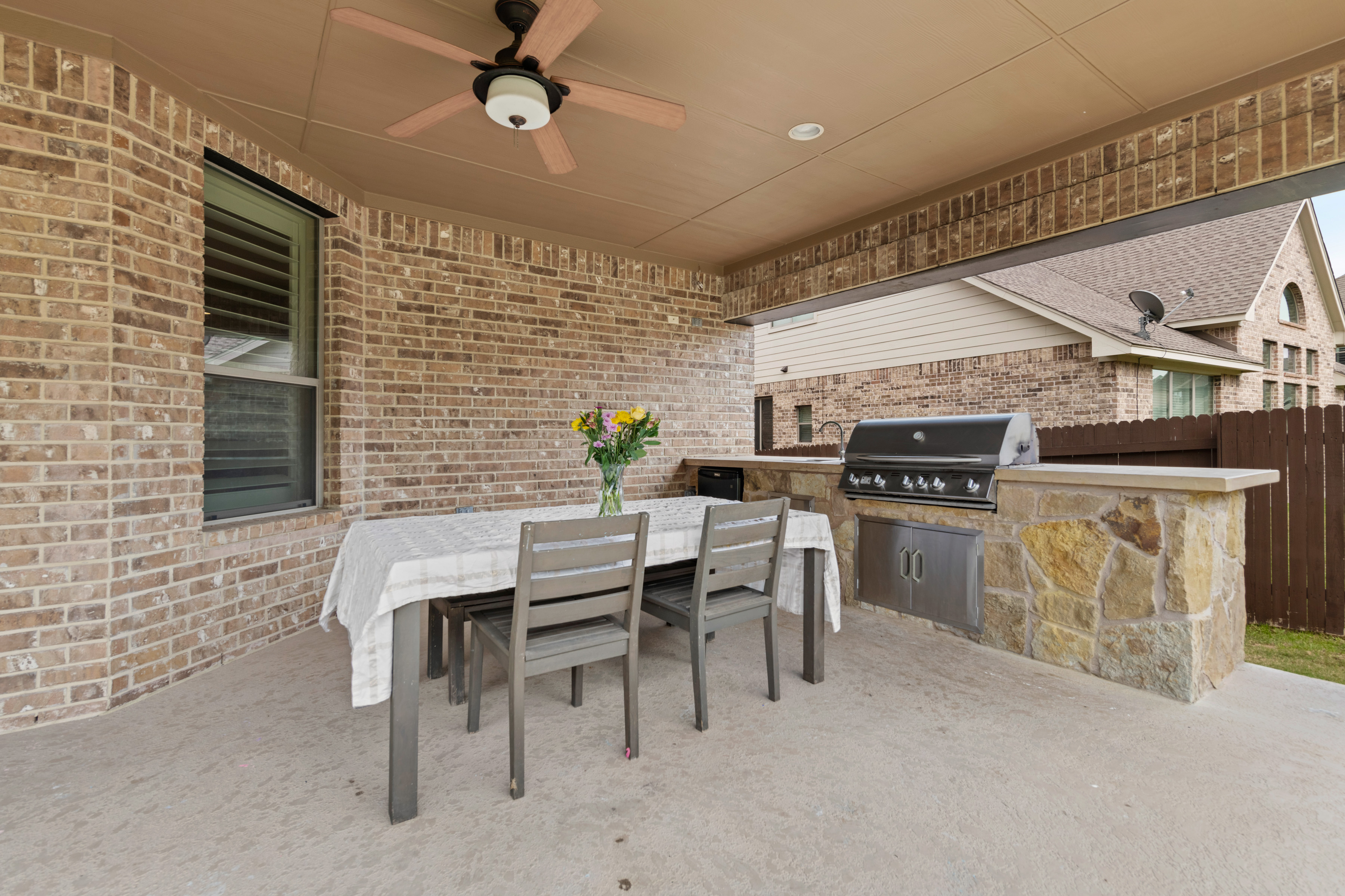 Outdoor Kitchen Covered Patio