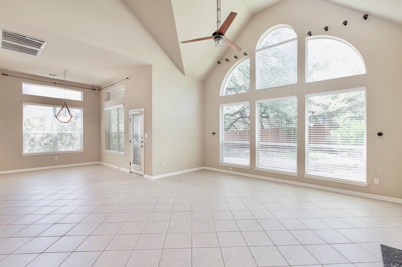 Large Living Room and Breakfast Nook