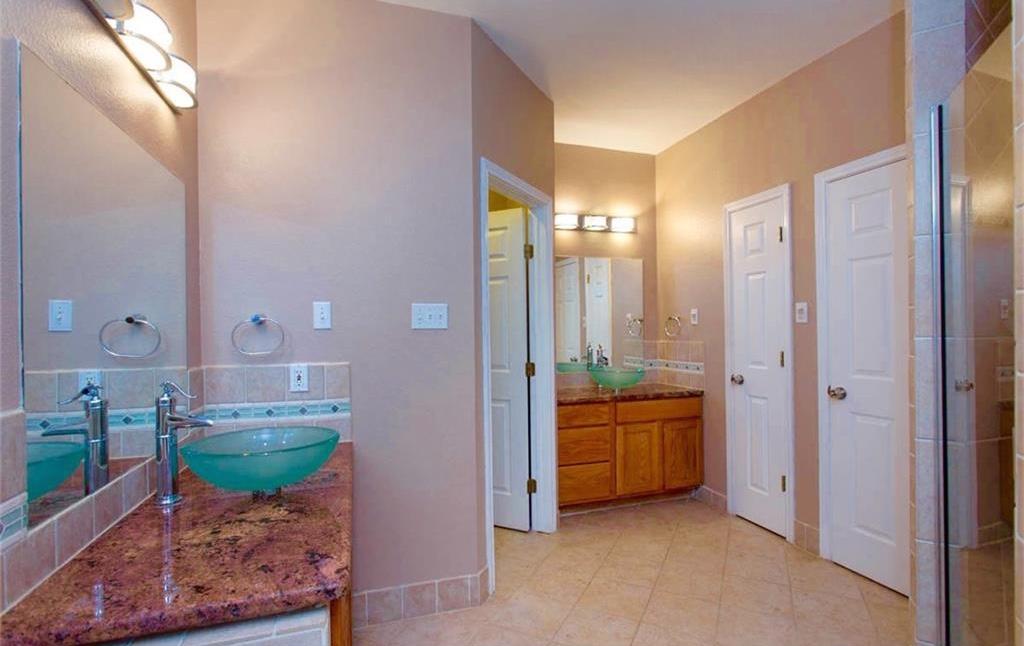 Dual Vanities and Walk-in Closet