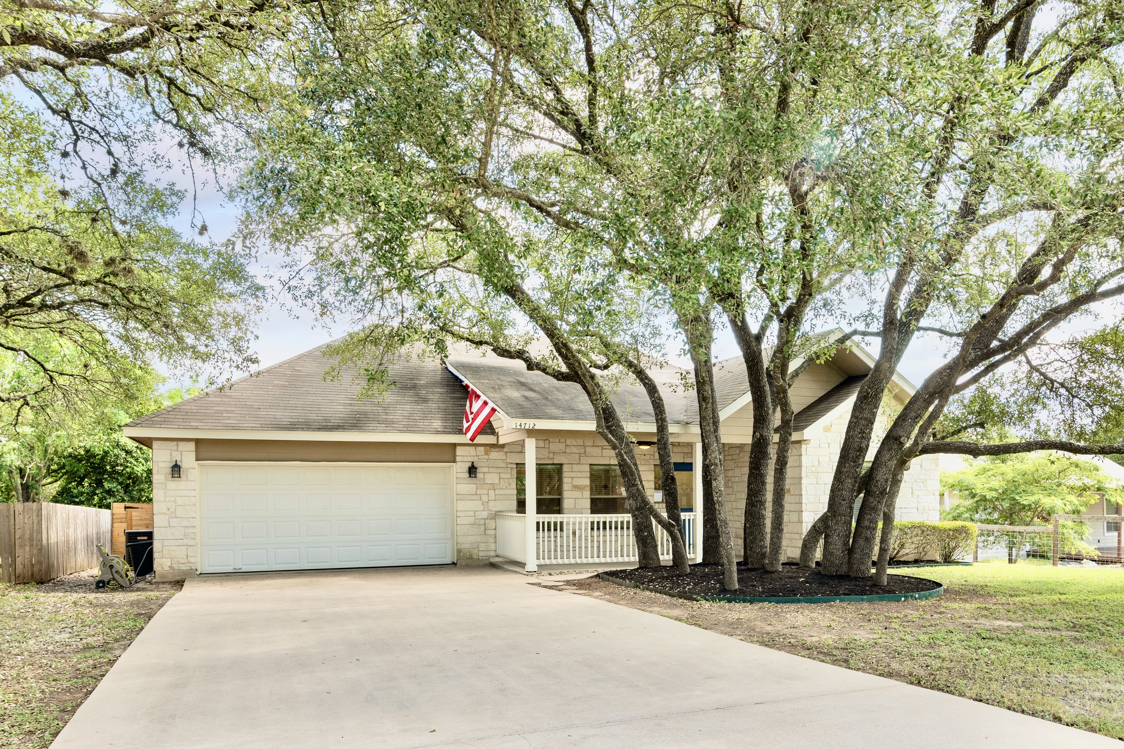 Beautiful Home in Apache Shores
