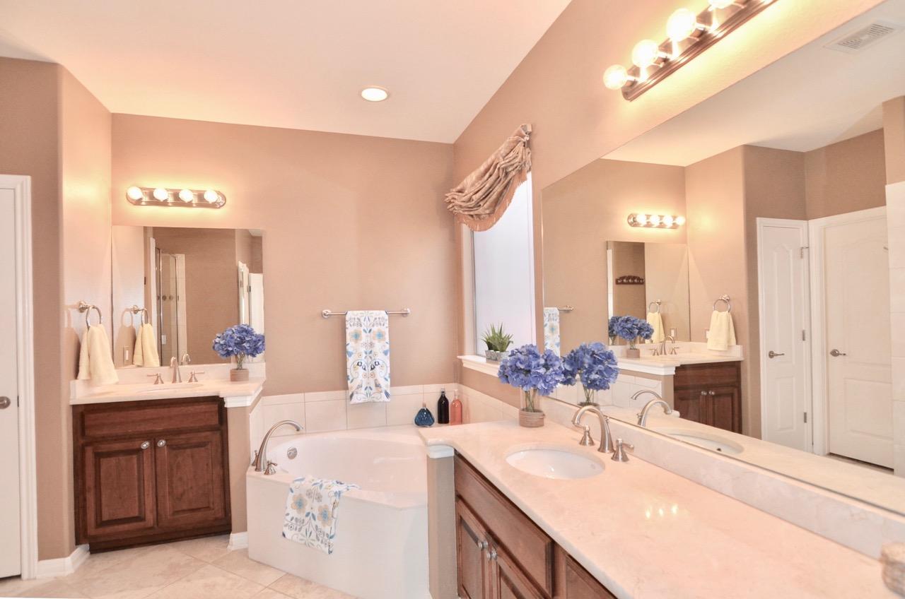 Dual Vanities and Tub