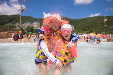韓國水上樂園親子寫真102.JPG