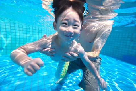 水中潛水親子攝影 2014-09-28華山藝文特區 玩水 新竹培英國中老師 07