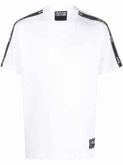 T-shirt with logo stripe on the sleeves