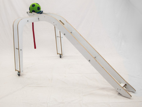 Accessible device for playing bowling (foldable)