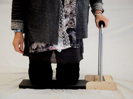 Folding device to help kneel