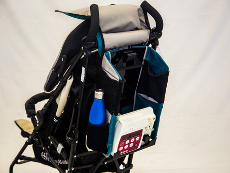 A practical and esthetic bag for a feeding device, to hang on a stroller