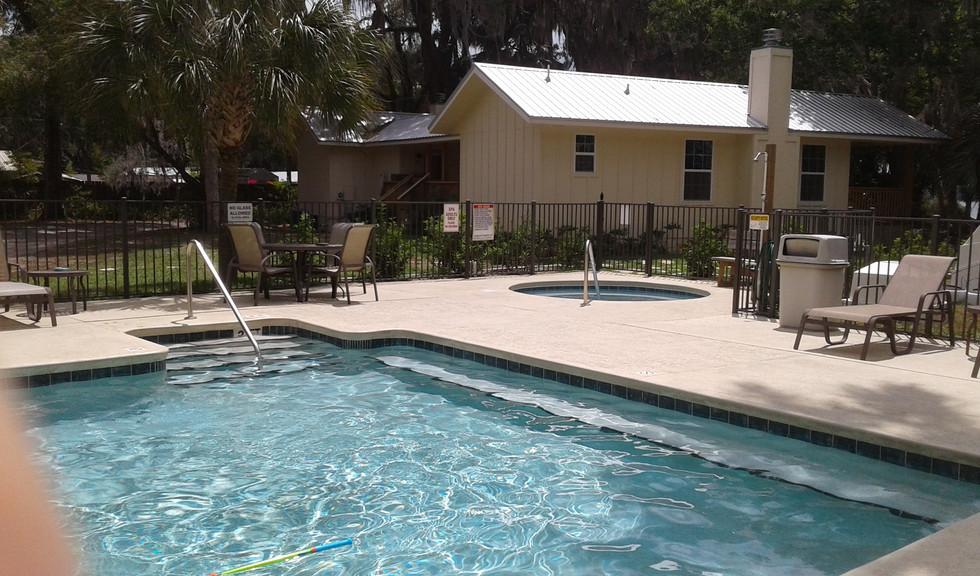 Pool with hot tub.jpg