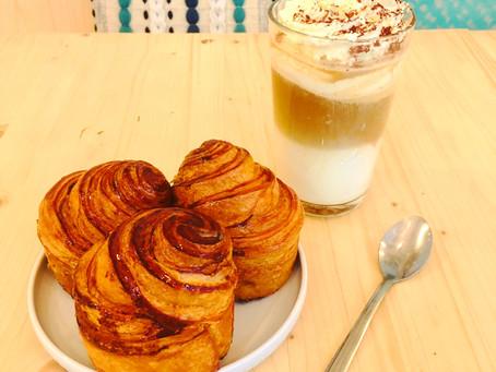 Un goûter gourmand pour se faire plaisir au Jardin de Line ! Café glacé . Roulées nutella.