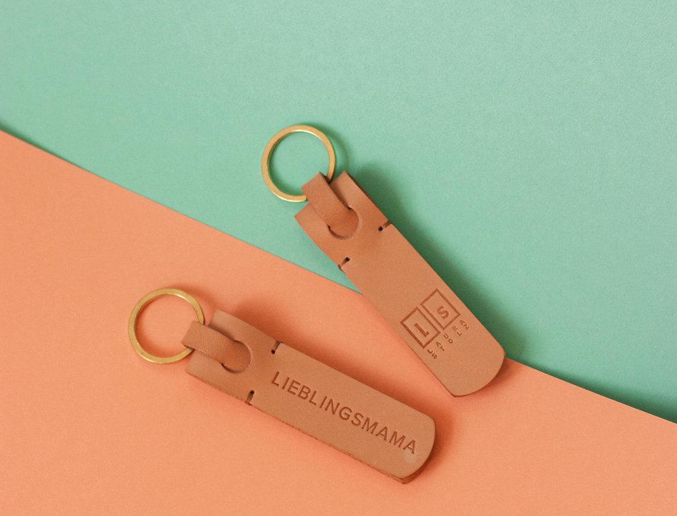 keychain. Schlüsselanhänger // beige