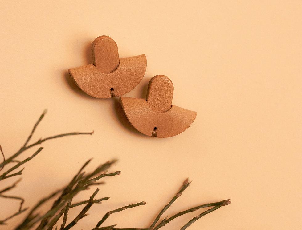 earrings. Ohrringe | Halbmond // beige