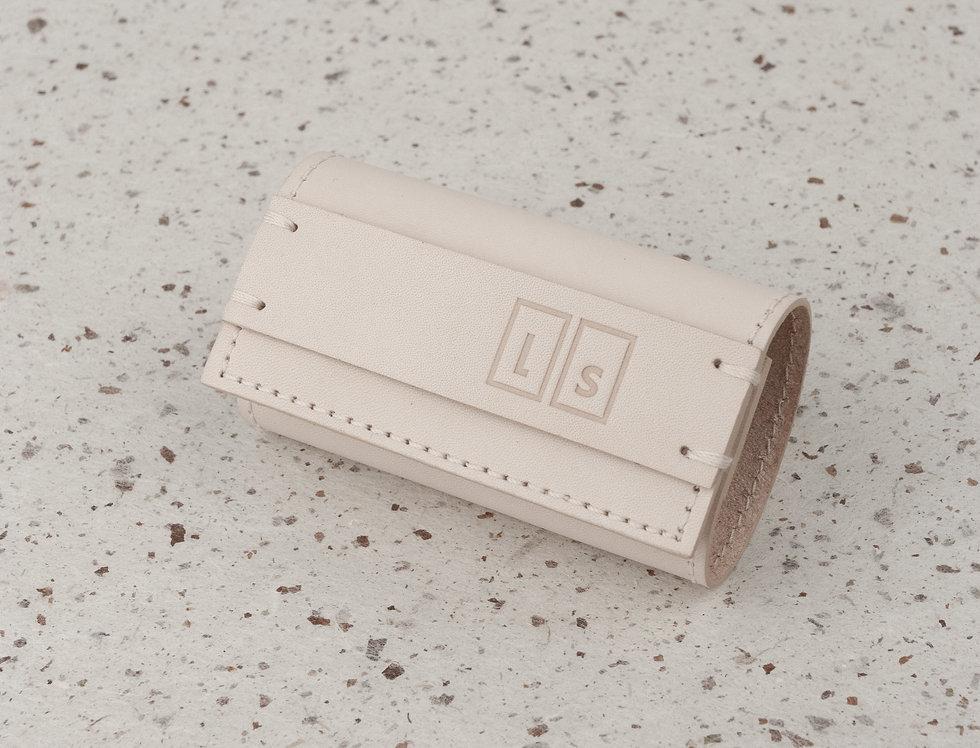 key. Schlüsseletuis // beige