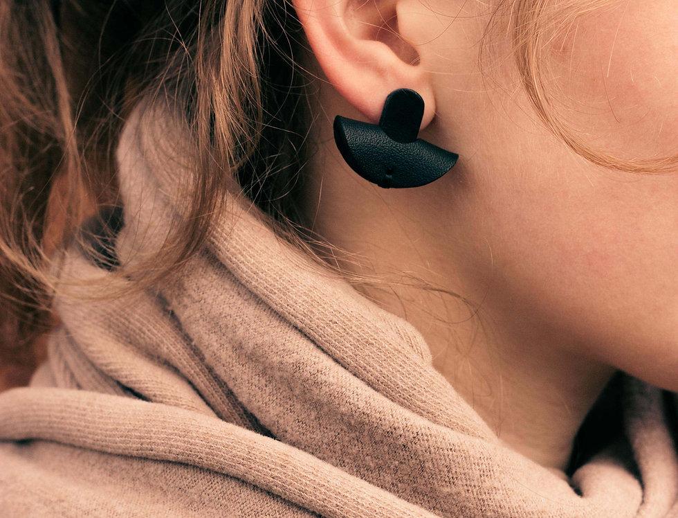 earrings. Ohrringe   Halbmond // schwarz